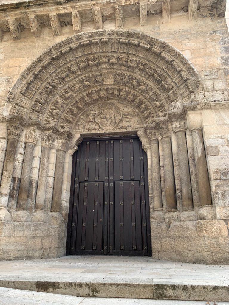 Fotografía de la portada occidental de la iglesia de Santa María Magdalena de Tudela