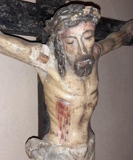 Crucificado antes de la restauración